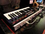 Продам синтезатор Korg R3