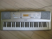 Синтезатор YAMAHA PSR E-303 ( клавиши динамические )