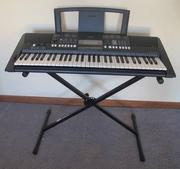 Продам синтезатор Yamaha PSR-E423